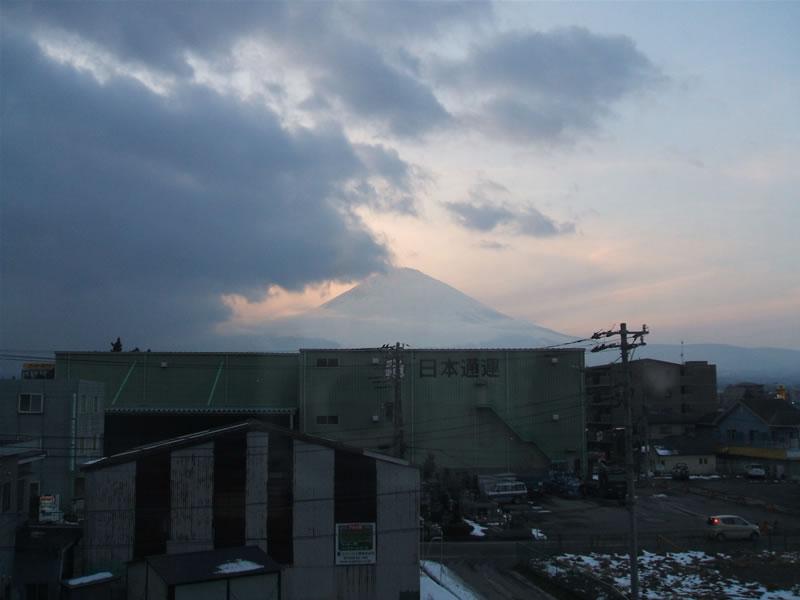 スーパーホテル御殿場から富士山見える