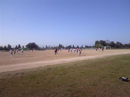 西遊馬サッカー場2010年11月6日